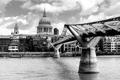 Millennium Bridge and St Paul's Mono (Dave Snowdon (Wipeout Dave)) Tags: blackandwhite london cityscape millenniumbridge southbank stpaulscathedral riverthames urbanlandscape wipeoutdave canoneos1100d djs2013 davidsnowdonphotography
