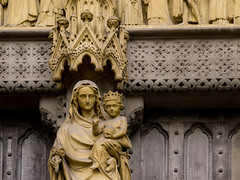 Statue of Mary with Jesus. Westminster Abbey, London UK. (George Ino) Tags: uk england copyright london westminster westminsterabbey statue thames child maria mary jesus citycenter centrum engeland londen jezus theems mariaenjezus georgeinohotmailcom statueofvirginmarywithjesuschild