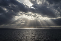 Cielo resquebrajado (SantiMB.Photos) Tags: light sea españa luz geotagged mar mediterranean cielo nubes tamron 18200 esp mediterráneo cataluna zonahotelera pinedademar 2tumblr vacaciones2012 2blogger geo:lat=4152811391 geo:lon=272598267