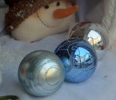 Bulbs (T's PL) Tags: reflection virginia nikon ornaments roanoke va bulbs stg citymarket roanokeva yabbadabbadoo downtownroanoke roanokecity shotthruglass 122113 nikontamron d5100 nikond5100