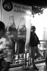"""""""บอยคนหล่อ"""" (28.12.56) @BTS อนุสาวรีย์ชัยฯ Streetphotography Streetphoto_bw Iphoneonly"""