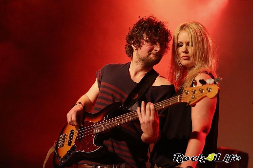 Tribute Rocknight        08-02-2014          U2 & Anouk (26)
