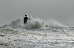 Storm (vic_206) Tags: light lighthouse storm luz portugal water wow faro energy waves awesome porto tormenta olas unforgettable oporto stormlight canoneos60d platinumpeaceaward canon70200f28lisii enduringlighthouse