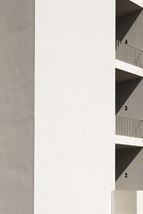(Antonio Gutiérrez Fotografía) Tags: luz edificio sombra balcon urbanismo tiempo geometria
