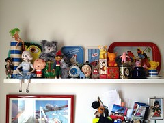 Kitchen shelf (Hannhell) Tags: bird kitchen toys shelf moomins homesweethome fazer chinagirl