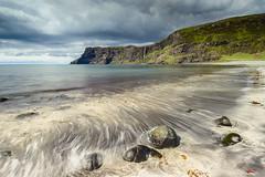 Talisker Bay (Simone Angelucci) Tags: seascape skye scotland mare stones talisker taliskerbay strisciate