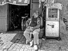 Mélangeur ((Imagine) 2.0) Tags: panasonicdmcgx80 2016 morocco leicadgsummilux15mmf17 marrakech people portraits streetphotography candid blackandwhite bw panasonic travel