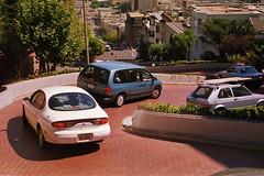 USA - Kalifornien im Jahr 1996 (Analogfoto) (Helmut44) Tags: usa kalifornien california sanfrancisco lombardstreet kurven auto car strasse street