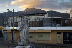 Artemisa (sierramarcos14695) Tags: quetzaltenango guatemala sony a58 teatro municipal estatua escultura artemisa diosa griega xela montaña amancer luz naranja sol rayo primeros rayos cotidiandiades caminos diariso
