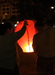Noite de S. João (2013) (vmribeiro.net) Tags: geo:lat=4114621203 geo:lon=861108720 geotagged porto portugal prt noite são joão oporto festa tradição santos populares balão ar quente baloon nikon