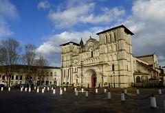 Bordeaux P1010028 (boguy2447) Tags: églisesaintecroix bordeaux église roman