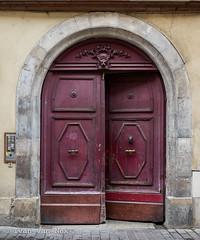 Rue Pargaminières, Toulouse (Ivan van Nek) Tags: ruepargaminières toulouse hautegaronne midipyrénées languedocroussillonmidipyrénées 31 capitole nikon d7200 nikond7200 france frankreich frankrijk deur door doorsandwindows porte gate