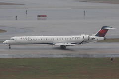 N146PQ - 2007 build Bombardier CRJ900, arriving on Runway 8L at Atlanta (egcc) Tags: atlanta atl delta jackson airlines connection crj bombardier canadair 146 hartsfield deltaairlines crj900 katl expressjet 15146 skyteam n146pq