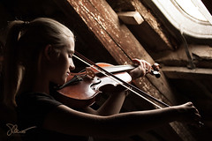 "Attic violin (""Strhnenstrappen"") - [explored!] (O.I.S.) Tags: wood light portrait musician music woman window girl arm fenster beam violin attic musik frau holz mdchen available bogen dachboden geige balken musizieren musikerin hsstrappen"