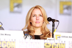 Gillian Anderson (Gage Skidmore) Tags: california chris david john san comic anniversary howard jerry vince diego jim center x glen anderson gordon convention files carter gillian morgan wong darin con 20th gilligan duchovny amann 2013 shiban