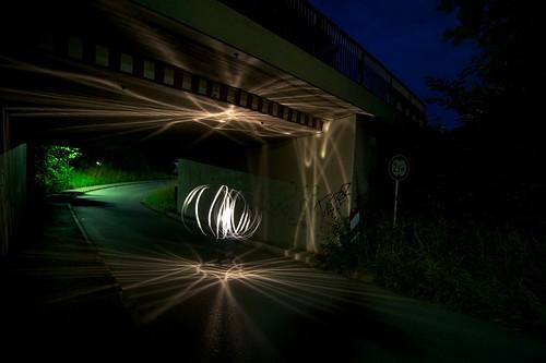 Lichtball in Unterführung