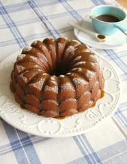 Maple banana cake with caramel drizzle / Bolo de banana e xarope de bordo com caldinha de caramelo (Patricia Scarpin) Tags: cake baking banana caramel maplesyrup heavycream