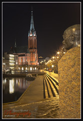 Gabriel Scott facing Pollen & Trefoldighetskirken in Arendal. (yvind Bjerkholt (Thanks for 29 million+ views)) Tags: city longexposure reflection church water beautiful norway statue night canon landscape eos norge pollen srlandet arendal gabrielscott 600d austagder cs6 trefoldighetskirken slicesoftime ringexcellence vigilantphotographersunite inspiringcreativeminds