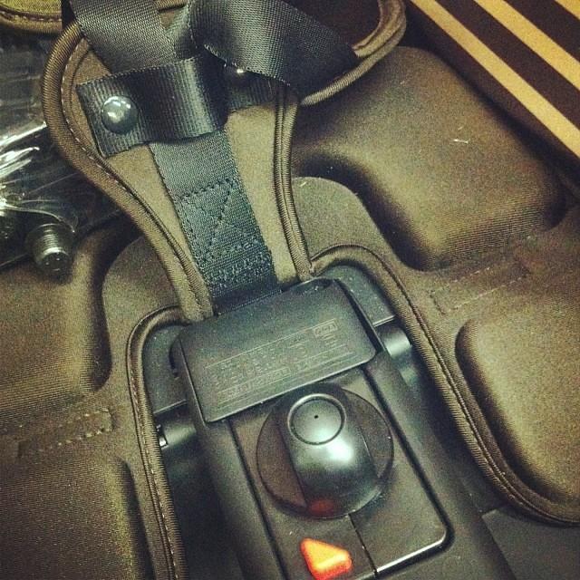 ベルト部分がシートベルトみたいにビヨーンって伸び下のロックで止める形に変わりました! #eirin #panasonic #チャイルドシート #ogk