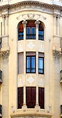 Barcelona - Enric Granados 118 c (Arnim Schulz) Tags: barcelona espaa art window architecture liberty ventana spain arquitectura arte fenster kunst catalonia finestra artnouveau gaud architektur catalunya espagne fentre modernismo catalua spanien modernisme jugendstil espanya katalonien stilefloreale belleepoque baukunst