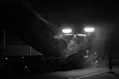 Nachtarbeiter (RadarO´Reilly) Tags: street people bw night germany deutschland blackwhite nacht menschen nrw sw constructionworker bauarbeiter roadconstruction nightwork nachtarbeit iserlohn schwarzweis strase nightworkers strasenbau nachtarbeiter