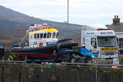 Renault 450 (Mrtainn) Tags: scotland highlands alba escocia renault lorry 450 alban szkocja esccia mpc schottland westerross schotland ecosse lochalsh scozia skottland rossshire skotlanti skotland kyleoflochalsh broskos caollochaillse esccia skcia albain iskoya   lochaillse gidhealtachd taobhsiarrois siorramachdrois scoia lraidh renault450 boatshift mp1211 smitrother gn57mwp