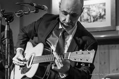 Honky Tonk Blues Bar (Laia.L) Tags: música músicaendirecto músicaenvivo livemusic music músico musician blancoynegro bn bar barmusical blues feeling concierto concert barcelona bcn honkytonkblues gente guitarra voz guitar