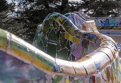 D3442-Banco alabeado del Parque Güell  (II) (Eduardo Arias Rábanos) Tags: arquitectura architescture banco bench parquegüell gaudí eduardoarias eduardoariasrábanos panasonic lumix g6 trencadís azulejo ceràmica tile ceramic color colour josepmariajujol