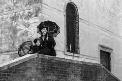 Femme et enfant (moongoose65) Tags: parasole