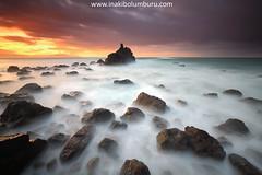 Caos y luz (Obikani) Tags: meñakoz coast shoreline seascape landscape ocean playa paisaje bizkaia biscay euskadi paísvasco argazkia sunset atardecer color iñakibolumburu canonikos