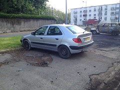 Citroen Xsara de 1999 5852 VV 37 - 23 mai 2013 (Rue Jean Bouin - Joue-les-Tours) (Padicha) Tags: auto new old bridge france water grass car station electric truck river french coach ancient automobile eau indre may police voiture ruine cher rest former 37 nouveau et loire quai franais nouvelle vieux herbe vieille ancienne ancien fleuve nationale vehicule lectrique reste gendarmerie gazon indreetloire franaise pave nouveaut vhicule utilitaire restes vgtalise letramdetours padicha