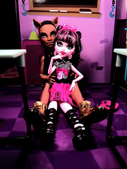 and we won't stop... (nevraforever) Tags: pictureday monsterhigh draculaura clawdwolf