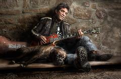 Alfredo y Jet (silversaltphoto) Tags: portrait dog amigos dogs rock studio retrato guitarra perro musica boxer gibson sombras musico barricada sadows senosiain roquero d700 silversaltphoto