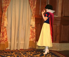 Snow White exploring the new hall (PrincessTori96) Tags: princess disney disneyworld wdw waltdisneyworld snowwhite magickingdom snowwhiteandthesevendwarves princessfairytalehall