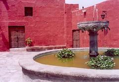 Plaza del Convento de Santa Catalina. Arequipa. Perú, febrero de 2006.