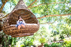 Portrait of young girl (Yinjia Pan) Tags: travel light portrait woman girl horizontal thailand outdoors photography asia tour wideangle pai youngwoman thai1 24l 1dx canonef24mmf14liiusm eos1dx