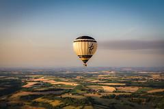 Golden hot air balloon (ElmerstarK) Tags: france nature sunrise canon landscape air ballon paysage tarn fr leverdesoleil hotairballon montgolfière cordessurciel midipyrénées senvoyerenlair lukkasmontgolfière