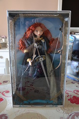 Merida Limited Edition Doll 6104 / 7000 (Girly Toys) Tags: rebelle brave disney merida angus elinor harris hubert hamish ours bear collection bag limited edition limitée doll princess princesse 6104 7000 missliliedolly miss lilie dolly aurelmistinguette