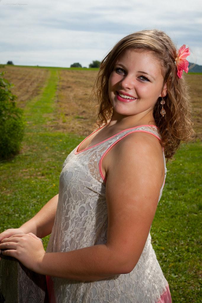 Beautiful Rolling Fields Reillymarie Tags Virginia Model Smiles Teenager Curlyhair Photogenic Plussize Fullfigured