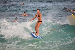 Incoming (Ctuna8162) Tags: ocean hawaii oahu surfer playa surfing sandybeach bikinibeach