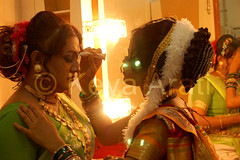 Beautifying each other (keyaart) Tags: india men women dancers folk mumbai lavani