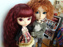 Susu & Mad (Lunalila1) Tags: bar outfit couple doll handmade lovers wig nakano groove pullip descarte mad fh bloodymary kuro vi mathieu hatter susumi alberic taeyang stica