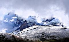Entre nubes y nieve (Jesus_l) Tags: alpes europa suiza grindelwald jessl