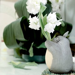 Always remember, to smile for you (vivienne*) Tags: home digital spring totoro flowerpot 花 ricohgr fllowers driedflowers 宮崎駿 龍貓 花瓶 乾花