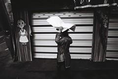 Korea, 2012 (Pyrrhic victory) Tags: street leica film 35mm kodak voigtlander trix streetphotography korea seoul analogue southkorea m6 f25 서울 leicam6 한국 skopar colorskopar