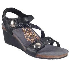 "Aetrex Naya sandal black • <a style=""font-size:0.8em;"" href=""http://www.flickr.com/photos/65413117@N03/32830593031/"" target=""_blank"">View on Flickr</a>"