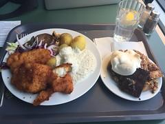 Lunch 10/3 (Atomeyes) Tags: mat fisk torsk potatis remoulad sås sallad solvalla vatten citron