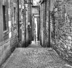Edinburgh Old Town (Doolallyally) Tags: alley edinburgh oldcity allxpressus visionqualitygroup