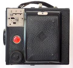 K W Box Reflex (pho-Tony) Tags: black slr 120 leather germany mirror dresden reflex 1930s box cm f45 6x9 medium format 105 kw boxcamera singlelensreflex 145 rollfilm waistlevel groundglass 105mm spiritlevel anastigmat photosofcameras 6cmx9cm reflexbox kwboxreflex