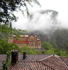 DSCN0475a Baslica de Santa Mara a Real, Covadonga. Cangas de Onis. Asturias. Espaa. (PIMezzomo) Tags: espanha igreja templo baslica covadonga catlica astrias